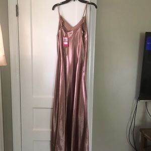 e19fe8c0f65 Vince Camuto Dresses - NWT Vince Camuto Rose Taupe Maxi Dress